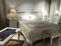 Двуспальные кровати, массив, шпон